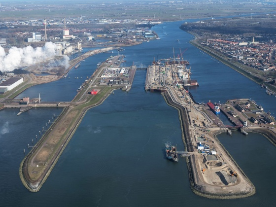 Sea lock IJmuiden (photography: Topview Luchtfotografie)